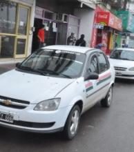 Presentan plan para beneficiar a remiseros y taxis