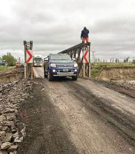 Circulación reducida por obras en el puente Bailey del Iribú Cuá