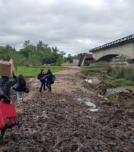 La bajante del arroyo Guazú complica el cruce de lanchas
