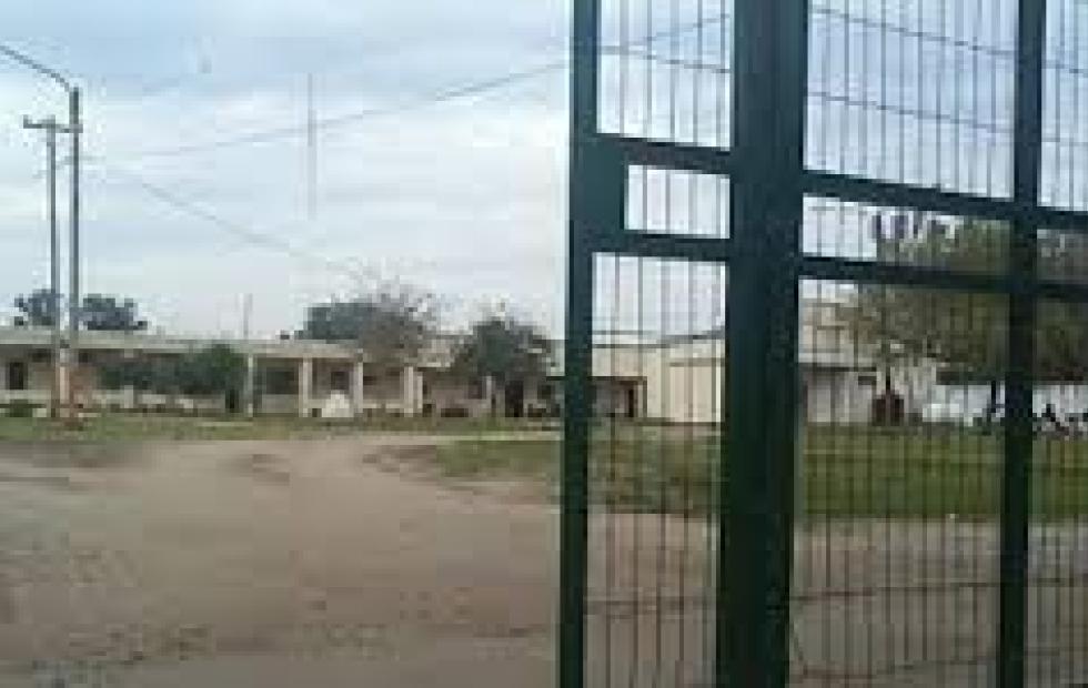 Violento motín en el Penal de San Cayetano tras la muerte de un interno
