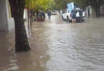 Sin ayuda provincial, San Luis del Palmar resiste el desborde del Riachuelo