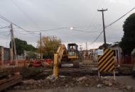 Aguas de Corrientes repara caño cloacal dañado en calle Perugorría