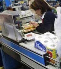 En casi cien supermercados, rige elreintegro del 50% en compras con débito