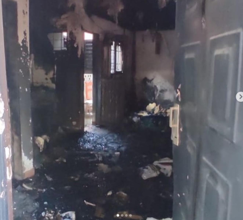 No conforme con robarle todo a estudiante, volvieron y le quemaron la casa
