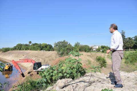 Plan Hídrico: El intendente Tassano controló limpieza de canales a cielo abierto en el acceso al Doctor Montaña