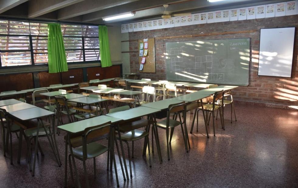 Santa Fe suspendió clases por 7 días en dos departamentos y adhiere al decreto nacional