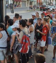 Usuarios piden con urgencia más coches para el Corrientes-Chaco