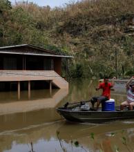 Ordenan evacuar a 70.000 personas tras el huracán María