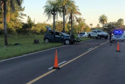 Dos heridos luego de despistar un auto y estrellarse contra un árbol