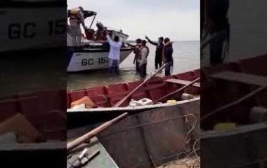 Una lancha volcó y sus cinco tripulantes cayeron al agua, cuatro están desaparecidos