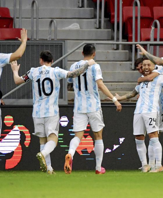 Argentina le ganó por la mínima a Paraguay y clasificó a cuartos
