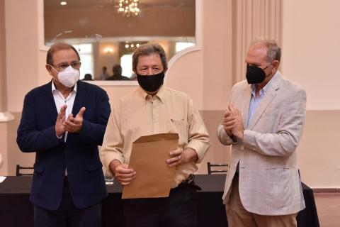 Tassano y Lanari reconocieron a agentes municipales que se jubilaron