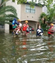 Con Houston bajo agua, Estados Unidos aguarda lo peor de la tormenta Harvey