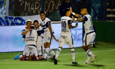 Gimnasia goleó a Patronato como regalo de cumple para Diego