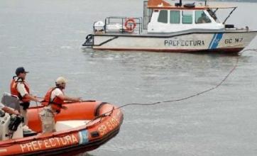 Buscan a un hombre que desapareció en el Paraná al naufragar una canoa
