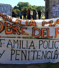 Se intensifica el reclamo policial con el sexto día de acampe bajo el puente