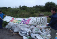 Culpan a organizadores del Tekové Potí de arrojar residuos en baldíos