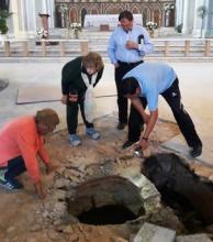 Encuentran un pozo de aljibe dentro de la Catedral de Goya