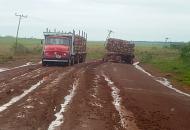 Constante destrucción de rutas por el tránsito de camiones pesados