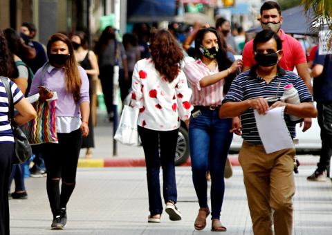 Advierten el aumento acelerado de los contagios de covid en los adolescentes