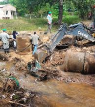 Lento regreso de inundados a sus casas en Ituzaingó, Villa Olivari, Sauce y Esquina