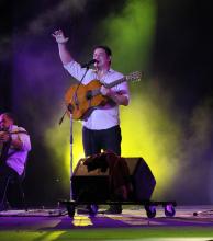 Una guitarra, un guitarrón, dos voces y una historia sobre un mismo escenario