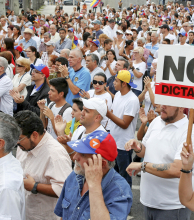 Chavistas y opositores vuelven a marchar por las calles de Caracas