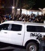 Atacaron la casa adonde estaban Alicia y Cristina Kirchner, hubo represión y heridos