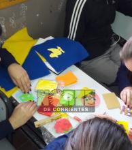 Estudiantes del Agop Seferian fabrican libros para entregar a jardín maternal