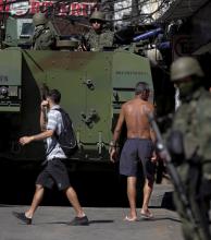 Los militares regresan a Río de Janeiro para controlar la violencia en las favelas