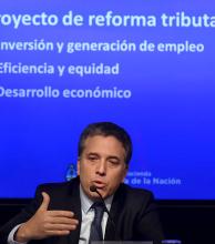 Dujovne presentó cambios en viviendas, autos y bajas tributarias